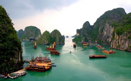 halong-bay-looks-like-a-73
